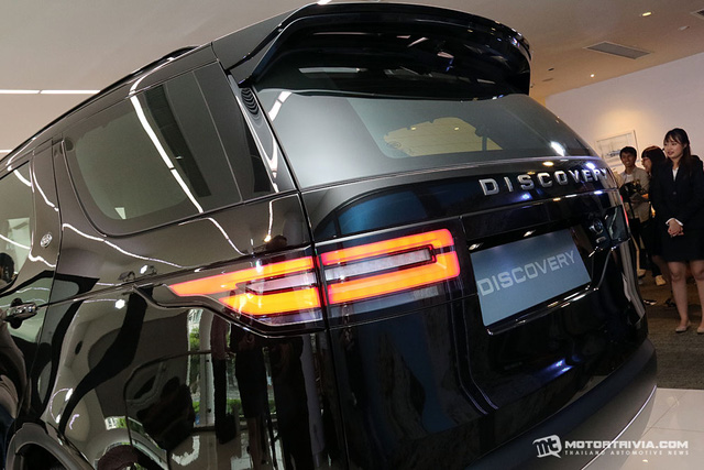 SUV hạng sang Land Rover Discovery 2018 cập bến Đông Nam Á, giá từ 4,4 tỷ Đồng - Ảnh 4.