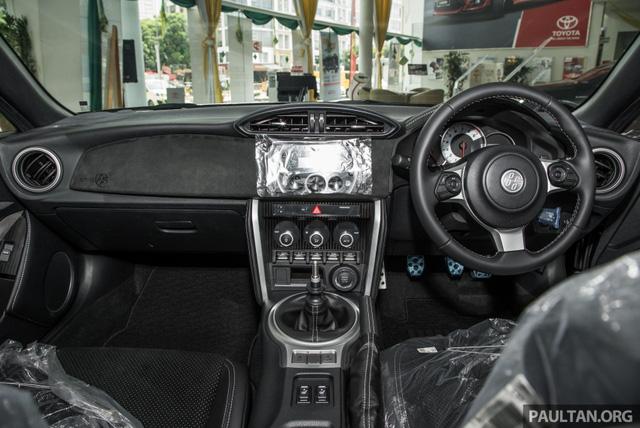 Phiên bản mới của mẫu xe từng ế nhất Việt Nam ra mắt tại Malaysia với giá 1,36 tỷ Đồng - Ảnh 9.