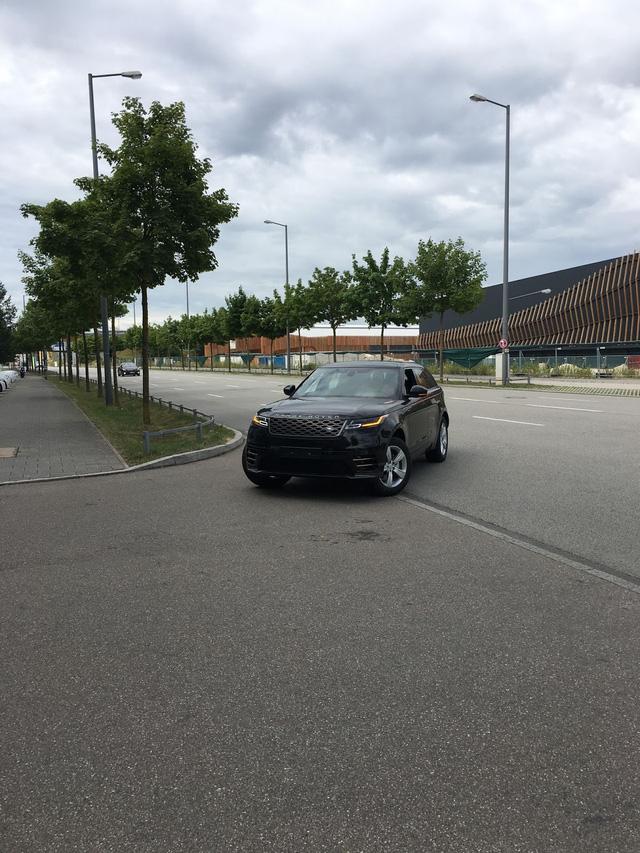 Bắt gặp chiếc SUV hạng sang Range Rover Velar 2018 được đưa đến đại lý - Ảnh 2.