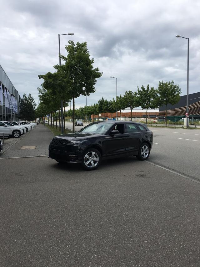 Bắt gặp chiếc SUV hạng sang Range Rover Velar 2018 được đưa đến đại lý - Ảnh 3.