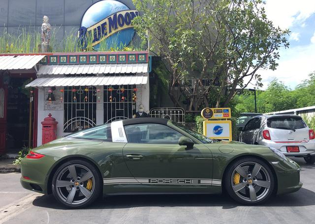 Đây là chiếc Porsche 911 Targa 4S màu xanh ô liu khiến chủ xe phải chờ đợi suốt 1,5 năm - Ảnh 1.