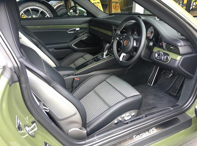 Đây là chiếc Porsche 911 Targa 4S màu xanh ô liu khiến chủ xe phải chờ đợi suốt 1,5 năm - Ảnh 5.
