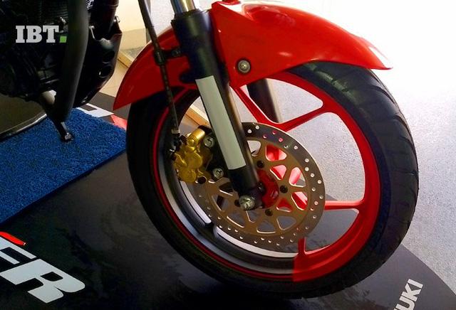Xe côn tay Suzuki Gixxer 2017 với vành hợp kim 2 màu xuất hiện tại đại lý - Ảnh 2.