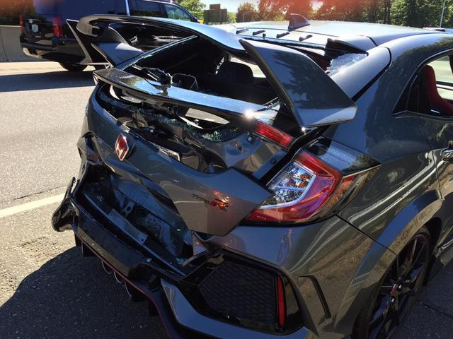 Honda Civic Type R 2017 gặp nạn trên đường từ đại lý về nhà mới - Ảnh 2.