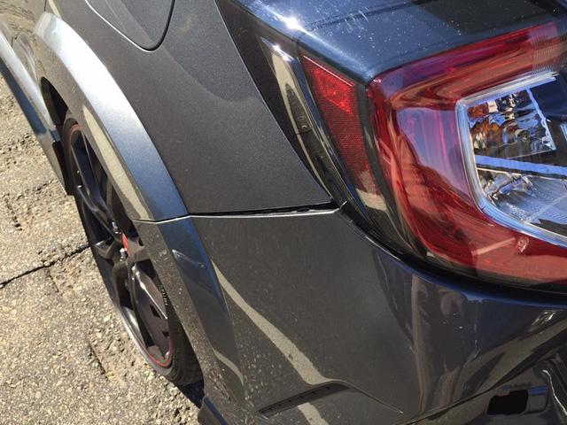 Honda Civic Type R 2017 gặp nạn trên đường từ đại lý về nhà mới - Ảnh 4.