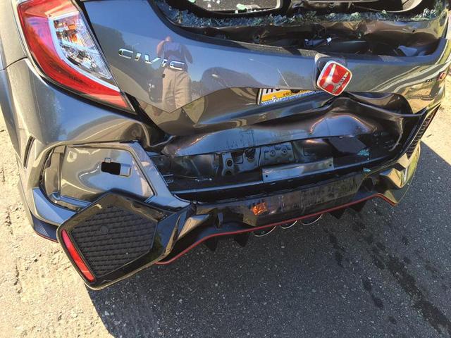 Honda Civic Type R 2017 gặp nạn trên đường từ đại lý về nhà mới - Ảnh 5.