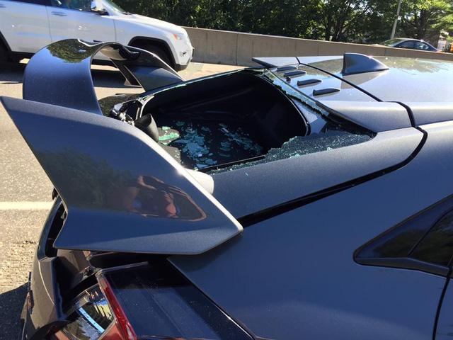 Honda Civic Type R 2017 gặp nạn trên đường từ đại lý về nhà mới - Ảnh 6.