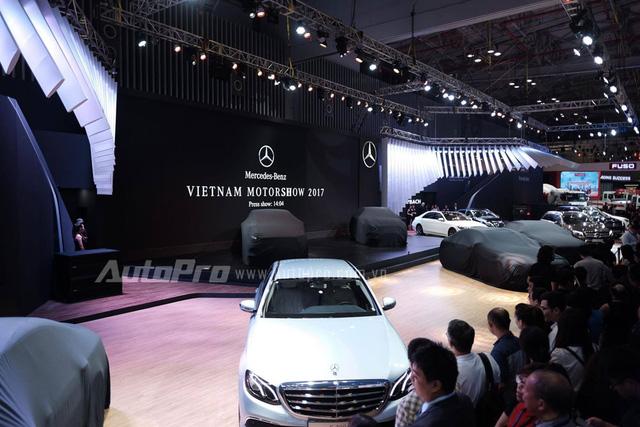 Trực tiếp: Khám phá gian hàng khủng nhất triển lãm của Mercedes-Benz, vén màn GLA bản nâng cấp và C-Class hộp số mới - Ảnh 1.