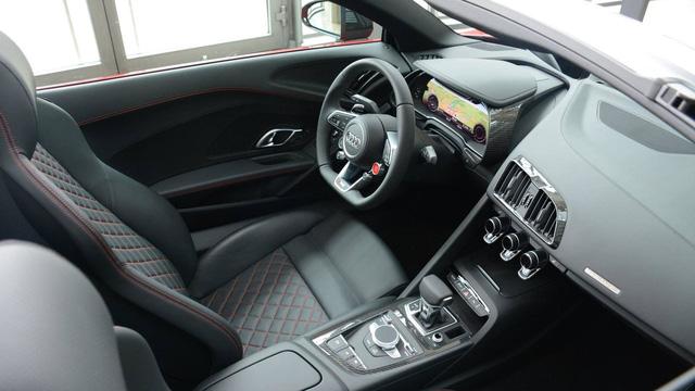 Lần đầu chiêm ngưỡng vẻ đẹp bằng xương, bằng thịt của siêu xe Audi R8 V10 Plus Spyder 2017 - Ảnh 5.