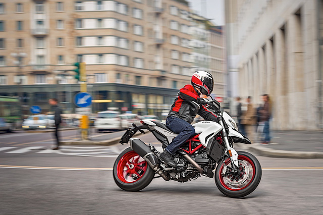 Ducati Hypermotard 939 2018 có thêm màu sơn trắng nổi bật - Ảnh 1.