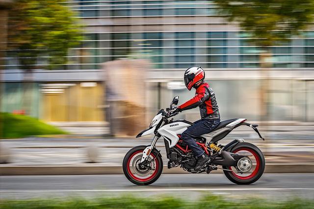 Ducati Hypermotard 939 2018 có thêm màu sơn trắng nổi bật - Ảnh 2.