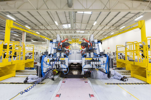 Khám phá dây chuyền sản xuất mãnh thú Aston Martin DB11 - Ảnh 4.