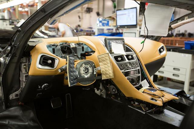 Khám phá dây chuyền sản xuất mãnh thú Aston Martin DB11 - Ảnh 11.