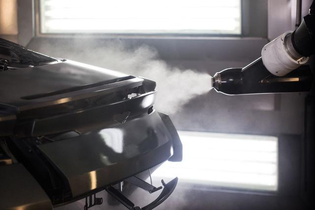 Khám phá dây chuyền sản xuất mãnh thú Aston Martin DB11 - Ảnh 13.
