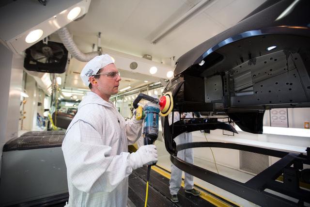 Khám phá dây chuyền sản xuất mãnh thú Aston Martin DB11 - Ảnh 15.