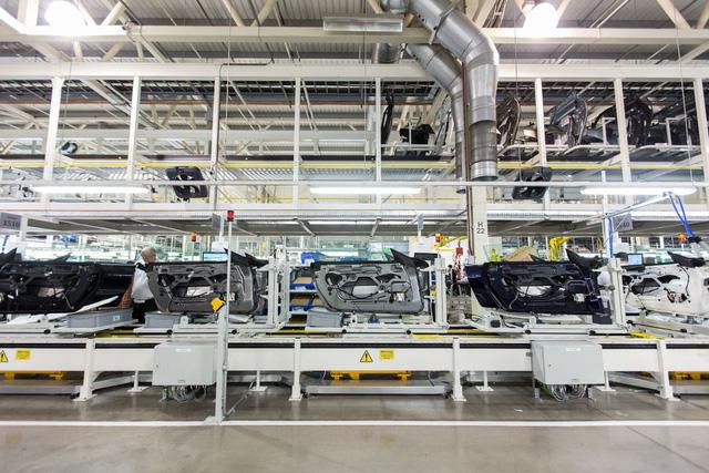 Khám phá dây chuyền sản xuất mãnh thú Aston Martin DB11 - Ảnh 16.