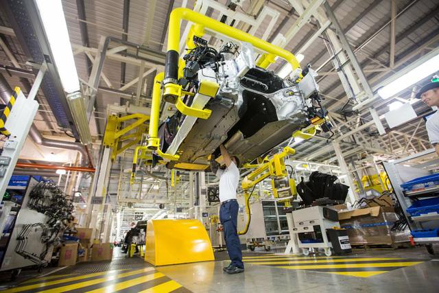 Khám phá dây chuyền sản xuất mãnh thú Aston Martin DB11 - Ảnh 17.
