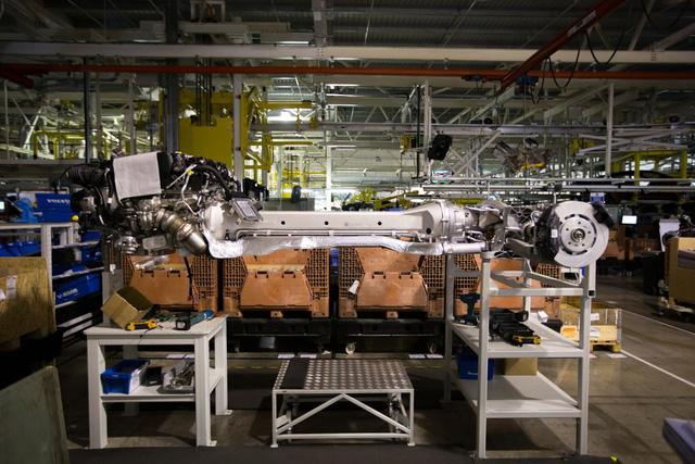 Khám phá dây chuyền sản xuất mãnh thú Aston Martin DB11 - Ảnh 19.
