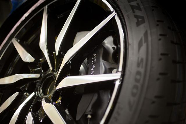 Khám phá dây chuyền sản xuất mãnh thú Aston Martin DB11 - Ảnh 24.