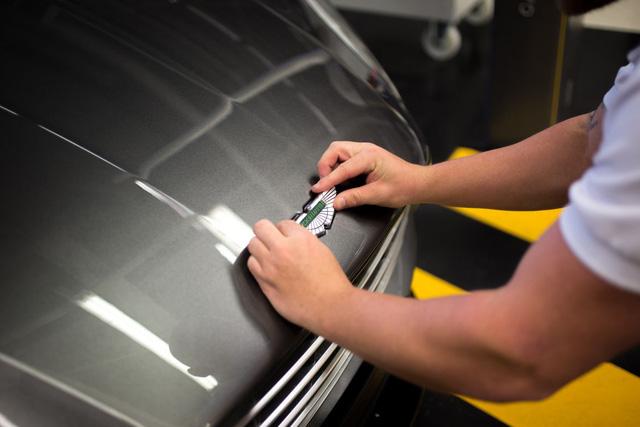 Khám phá dây chuyền sản xuất mãnh thú Aston Martin DB11 - Ảnh 27.