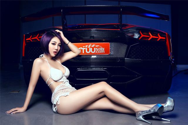 Mê mệt với cô nàng bên Lamborghini Aventador LP-700 - Ảnh 1.