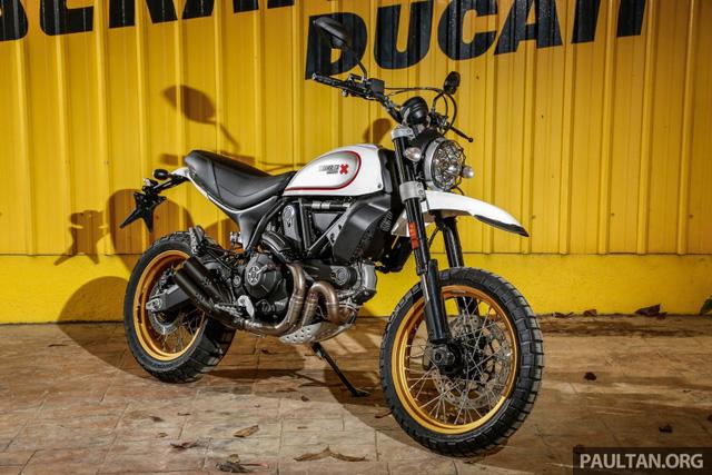 Sau Việt Nam, Ducati mang cặp đôi Scrambler Desert Sled và Café Racer đến Malaysia - Ảnh 2.