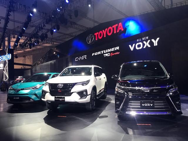 Toyota Voxy 2017 - xe MPV sang chảnh hơn Innova nhưng kém Alphard - chính thức ra mắt Đông Nam Á - Ảnh 1.