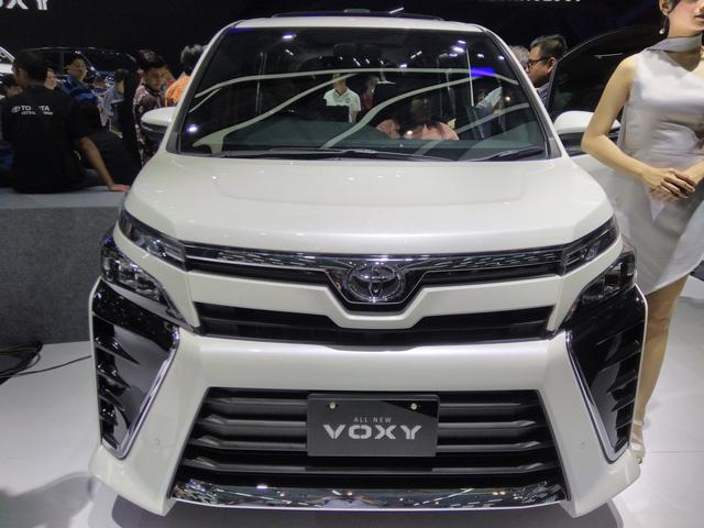 Toyota Voxy 2017 - xe MPV sang chảnh hơn Innova nhưng kém Alphard - chính thức ra mắt Đông Nam Á - Ảnh 3.