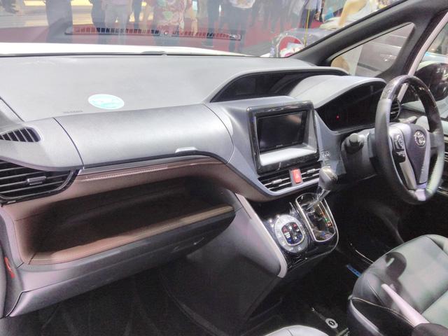 Toyota Voxy 2017 - xe MPV sang chảnh hơn Innova nhưng kém Alphard - chính thức ra mắt Đông Nam Á - Ảnh 5.