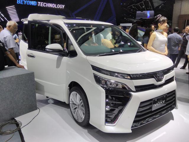 Toyota Voxy 2017 - xe MPV sang chảnh hơn Innova nhưng kém Alphard - chính thức ra mắt Đông Nam Á - Ảnh 7.