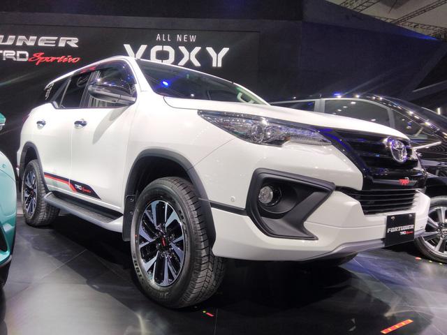 Toyota Fortuner TRD Sportivo 2017 ra mắt Đông Nam Á với giá từ 897 triệu Đồng - Ảnh 4.