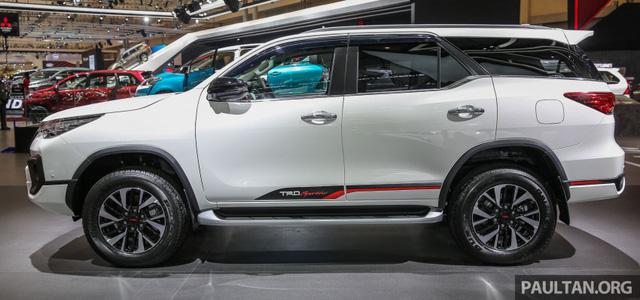 Toyota Fortuner TRD Sportivo 2017 ra mắt Đông Nam Á với giá từ 897 triệu Đồng - Ảnh 5.