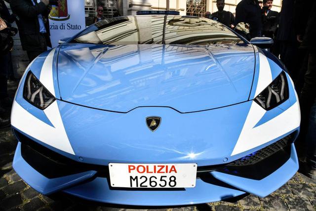 Điểm danh những chiếc xe cảnh sát chất nhất thế giới - Ảnh 6.