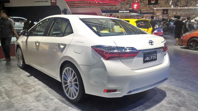 Toyota Corolla Altis 2017 vừa ra mắt Việt Nam có phiên bản đặc biệt mới - Ảnh 5.