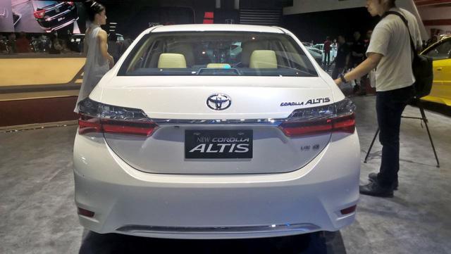 Toyota Corolla Altis 2017 vừa ra mắt Việt Nam có phiên bản đặc biệt mới - Ảnh 6.