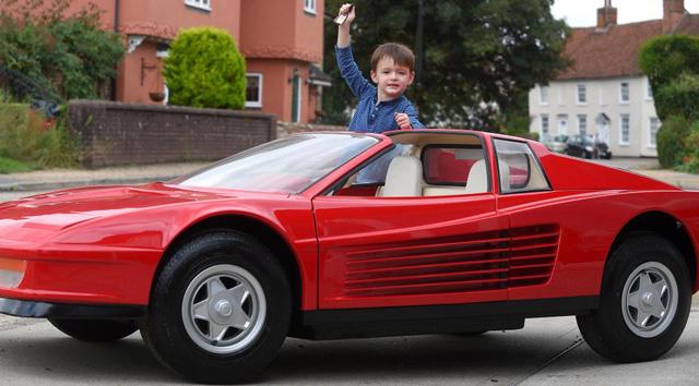 Diện kiến chiếc ô tô đồ chơi thuộc hàng đắt nhất thế giới, mang hình hài siêu xe Ferrari Testarossa - Ảnh 1.