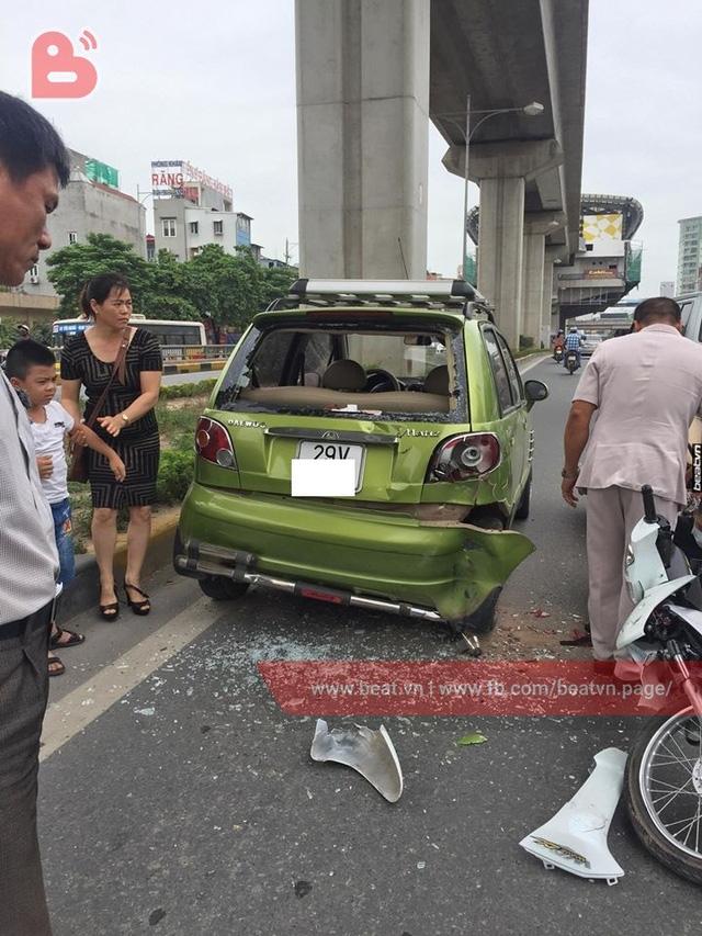 Chạy với tốc độ bàn thờ, 2 thanh niên lao xe máy vào đuôi ô tô ở hầm chui Thanh Xuân - Ảnh 3.