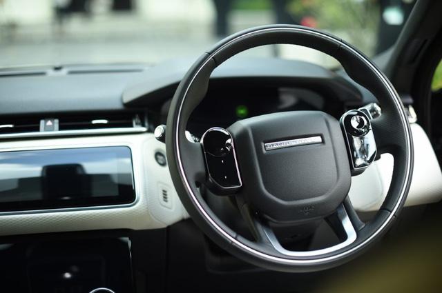 SUV hạng sang Range Rover Velar ra mắt Đông Nam Á với giá từ 4,1 tỷ Đồng - Ảnh 5.