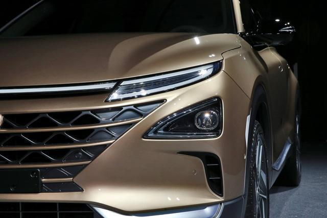 Hyundai bất ngờ vén màn mẫu SUV mới chạy bằng hy-đrô - Ảnh 4.