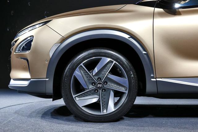 Hyundai bất ngờ vén màn mẫu SUV mới chạy bằng hy-đrô - Ảnh 5.