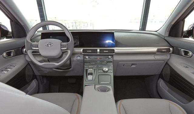 Hyundai bất ngờ vén màn mẫu SUV mới chạy bằng hy-đrô - Ảnh 6.