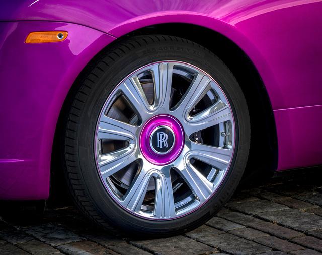 Diện kiến Rolls-Royce Dawn màu tím thửa riêng của một nhà sưu tập xe nổi tiếng - Ảnh 5.