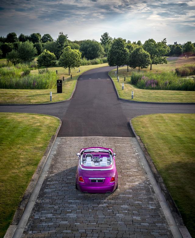 Diện kiến Rolls-Royce Dawn màu tím thửa riêng của một nhà sưu tập xe nổi tiếng - Ảnh 10.