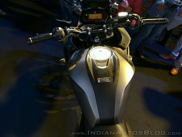Mô tô bình dân Yamaha Fazer 25 chính thức trình làng, giá từ 45,5 triệu Đồng - Ảnh 10.