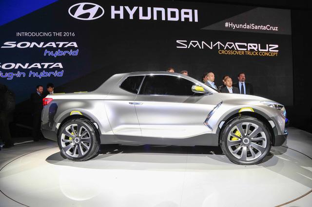 Xe bn ti Hyundai Santa Cruz chnh thc c bt n xanh - nh 1