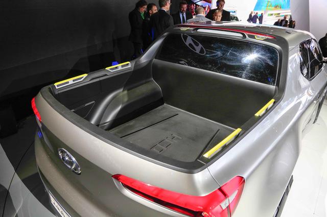 Xe bn ti Hyundai Santa Cruz chnh thc c bt n xanh - nh 4