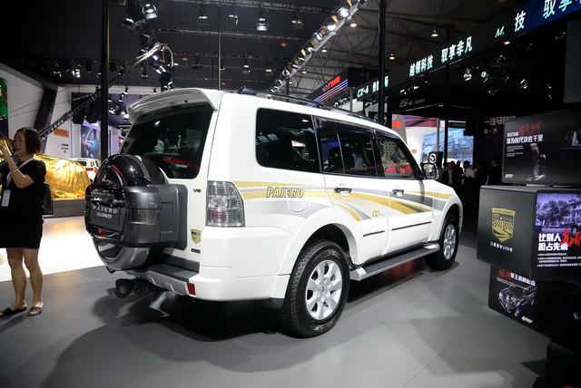 """Mitsubishi Pajero - SUV 7 chỗ """"không ai thèm tìm"""" tại VN - chính thức trình làng phiên bản mới - 01"""