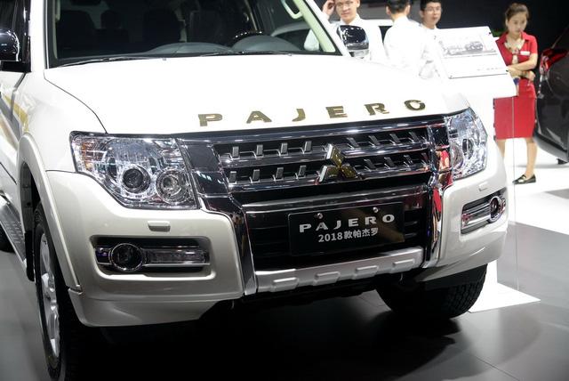 """Mitsubishi Pajero - SUV 7 chỗ """"không ai thèm tìm"""" tại VN - chính thức trình làng phiên bản mới - 02"""