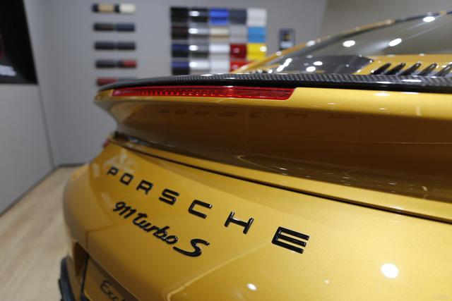 Porsche 911 Turbo S Exclusive Series có giá chỉ hợp với nhà giàu tại đất nước tỷ dân - 05
