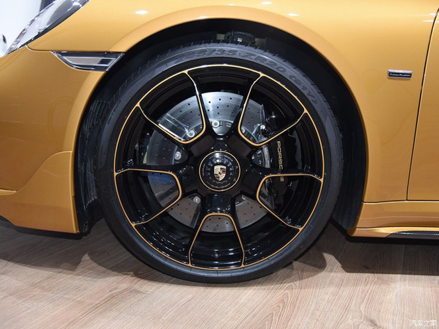 Porsche 911 Turbo S Exclusive Series có giá chỉ hợp với nhà giàu tại đất nước tỷ dân - 07